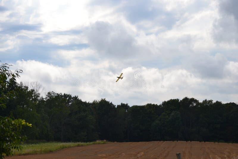 Uprawy okurzania samolotu okurzania pole obraz stock