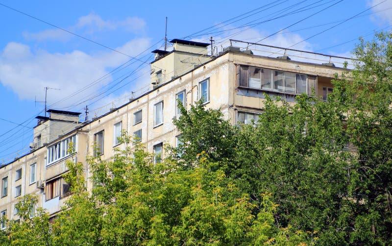 Uprzemysłowiony blok mieszkaniowy w Russia zdjęcia royalty free