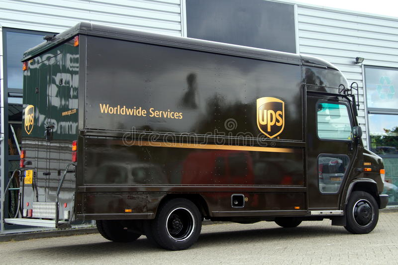 UPS邮政Delevery卡车-默西迪丝 库存图片
