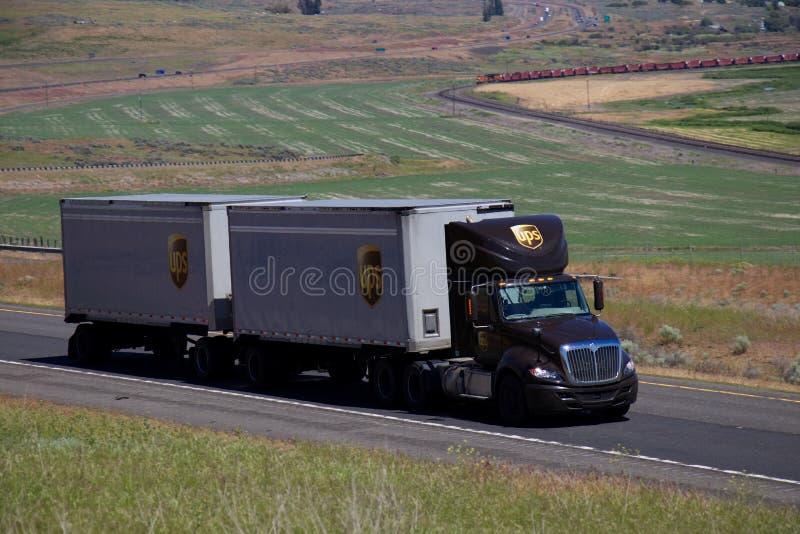 UPS-semi-Vrachtwagen/Bruine Kenworth stock afbeelding
