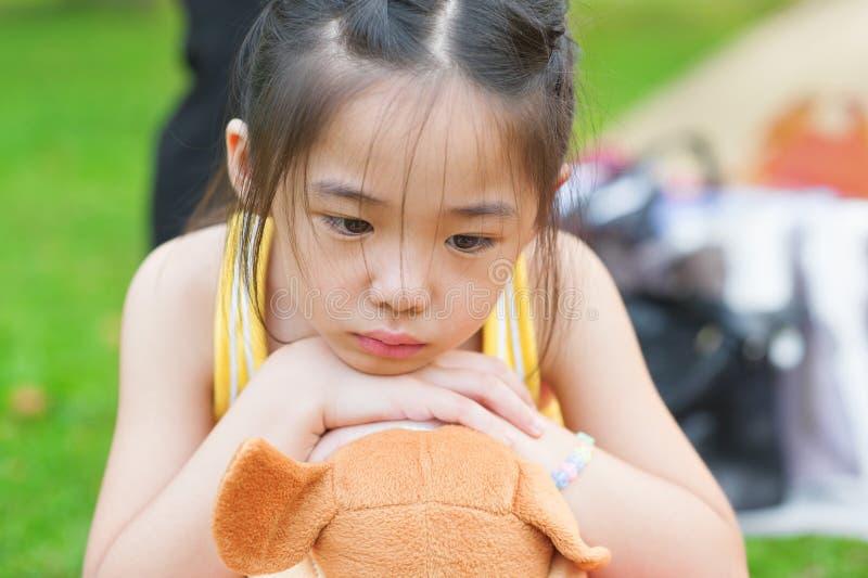 Upset азиатский ребенок стоковое фото rf