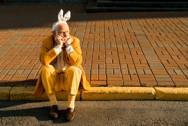 Senior man in in funny accessories resting in the city royalty free stock photos
