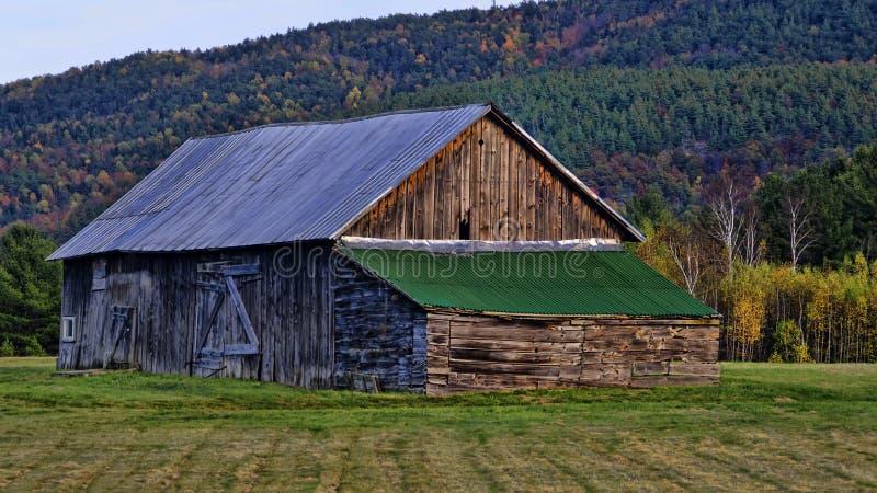 Upstate New York: Gammal stång i Autumn Afternoon Sun arkivfoton