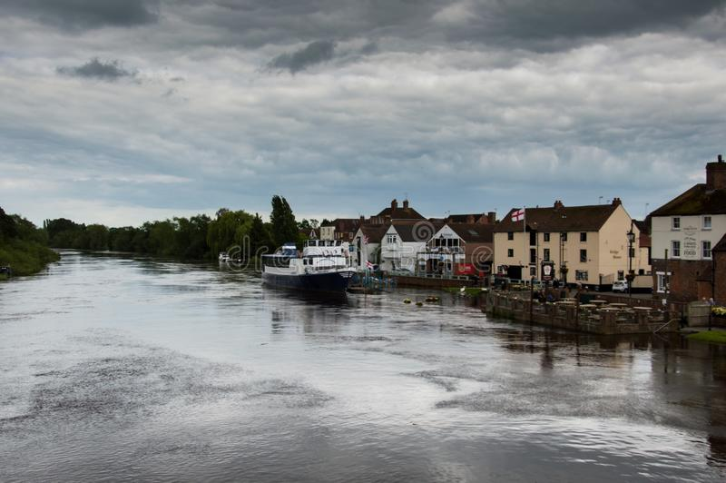 Upton на Severn, Великобритании, 17-ое июня 2019 Потоки на реке Severn, после тяжелого дождя лета стоковые фотографии rf