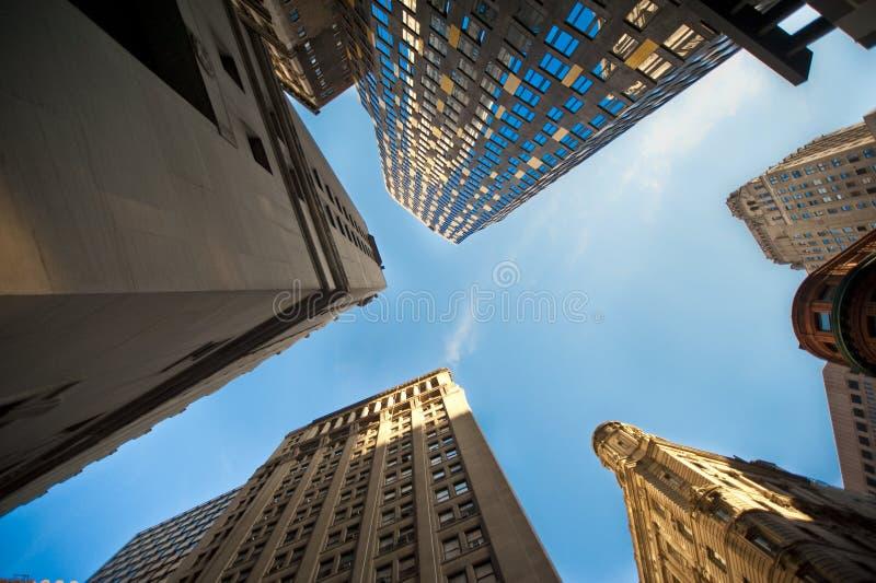 Upwards mening van wolkenkrabbers royalty-vrije stock afbeelding
