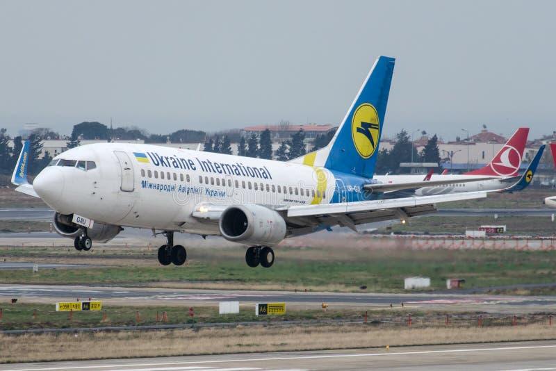 UR-GAU Ukraine International Airlines, Boeing 737-5YO obraz royalty free