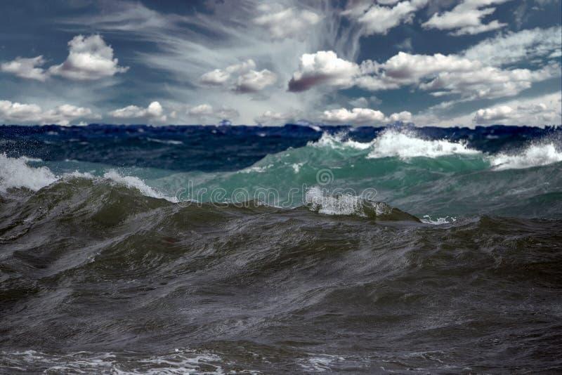 Uragano tropicale di Tsunami sul mare fotografia stock