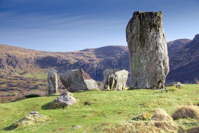 Uragh与瀑布和峭壁的石头圈子 免版税图库摄影