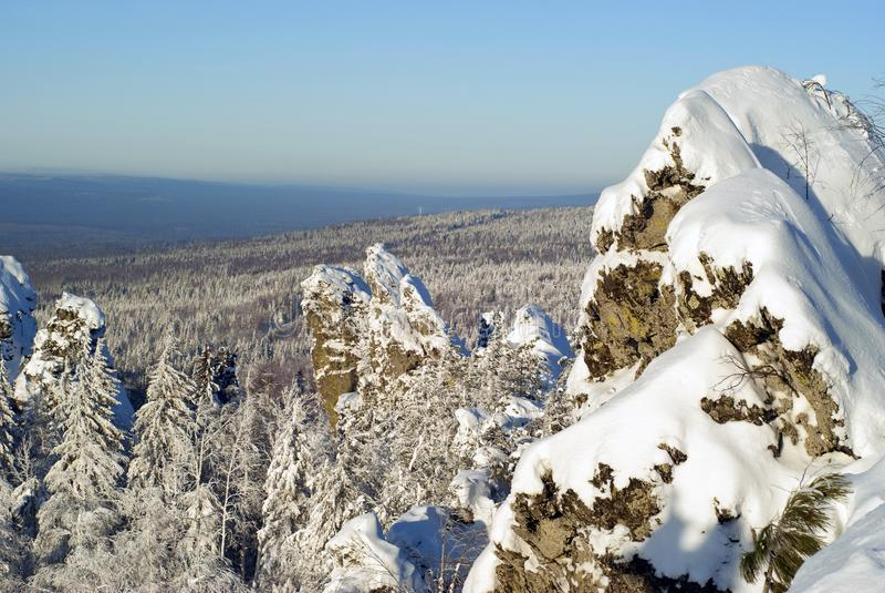 Ural góry w zimie na jasnym dniu zdjęcia stock