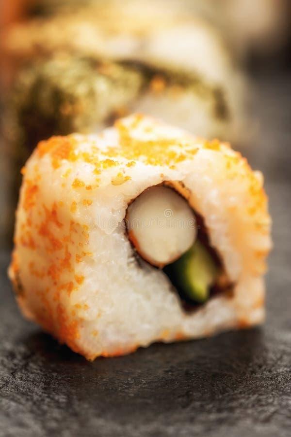 Uramaki de los rollos de sushi imagen de archivo libre de regalías