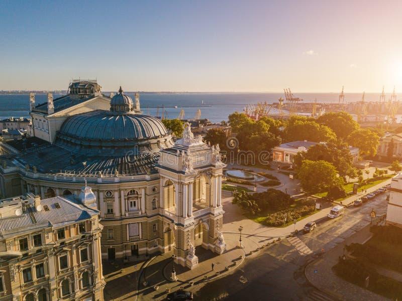 Urarinian la mayoría de las ciudades interesantes Teatro Ucrania de Odessa Opera y de ballet Montaña aérea de Photography ciudad  foto de archivo