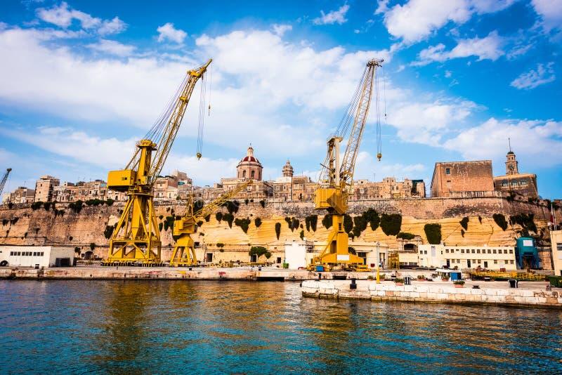 Żurawie i doki na brzeg Malta fotografia royalty free