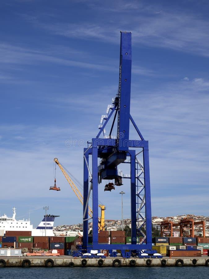 Download Żurawie i marina zdjęcie editorial. Obraz złożonej z shipwreck - 106912081