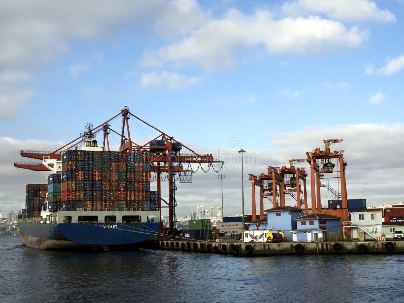 Download Żurawie i marina fotografia editorial. Obraz złożonej z żeglarz - 106912887