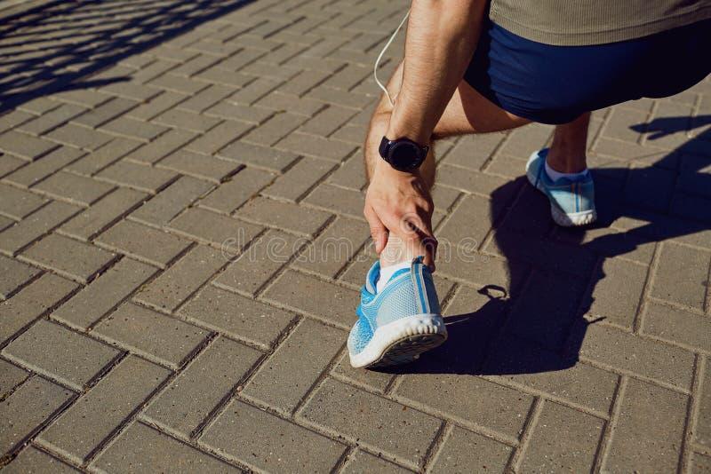 Uraz, rozciąganie, stłuczenie na bieg w biegaczu zdjęcie royalty free