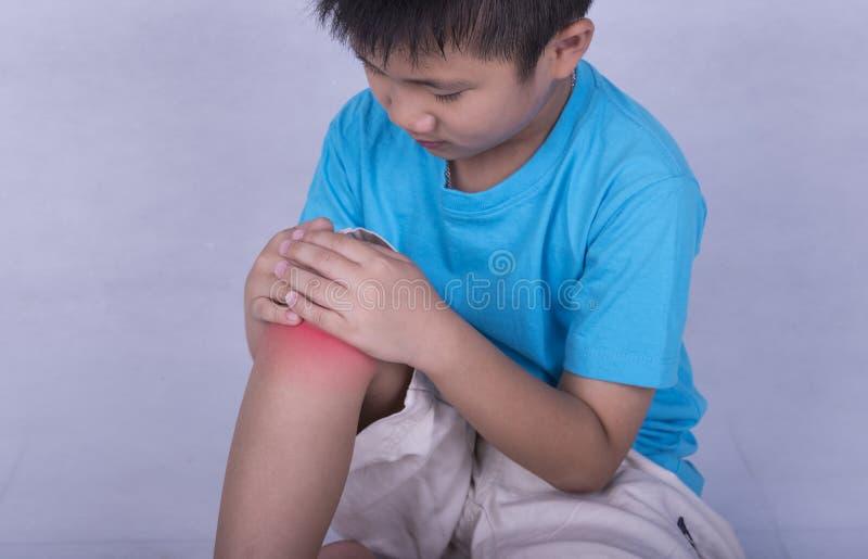 urazu kolanowego samiec bólu biegacza działający sporty zdjęcia stock