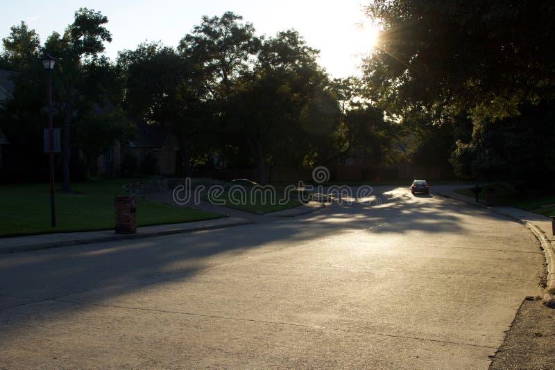 Urbain, paysage a allumé au soleil les ombres de indication photographie stock libre de droits