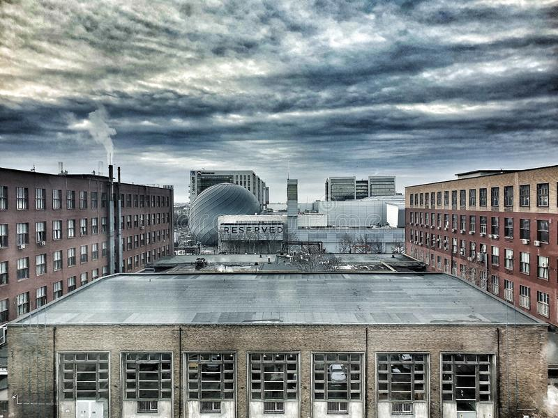 Urban - gamla fabriker royaltyfri foto