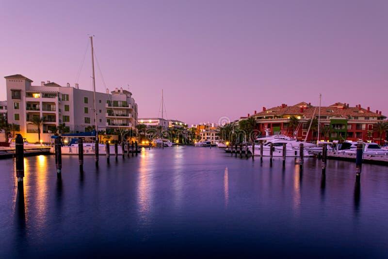 Urbanisation e porto de Sotogrande na Andaluzia fotos de stock