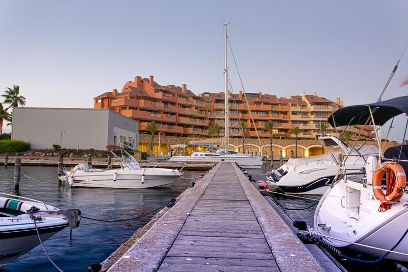 Urbanisation e porto de Sotogrande na Andaluzia imagens de stock royalty free