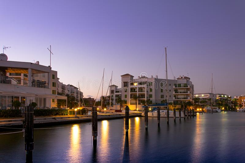 Urbanisation e porto de Sotogrande na Andaluzia imagens de stock