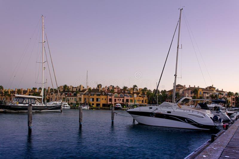 Urbanisation e porto de Sotogrande na Andaluzia imagem de stock royalty free