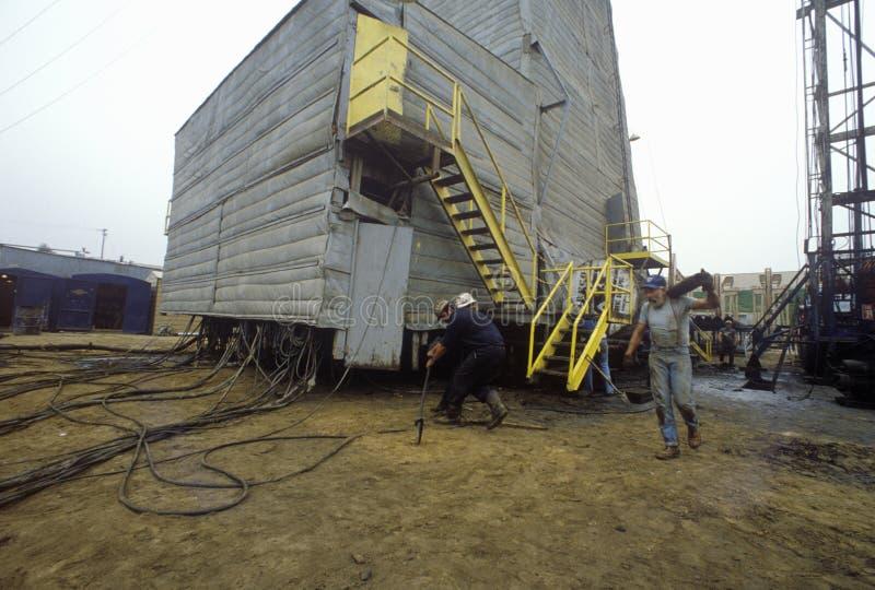 Urbano pozzo di petrolio a Torrance, Delamo Company, CA immagini stock