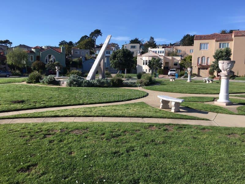 Urbano Sundial, terrazzo di Ingleside, San Francisco, 13 fotografie stock libere da diritti