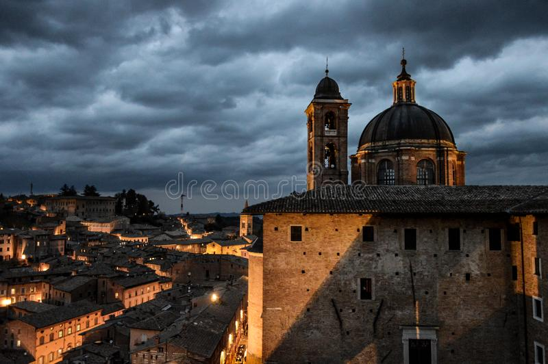 Urbino Italië, nachtmening royalty-vrije stock foto's