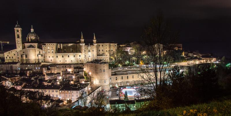 Urbino Italië, nachtmening stock afbeeldingen