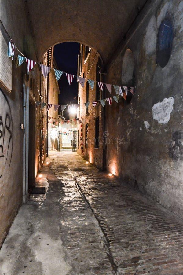 Urbino Italië, nachtmening stock foto