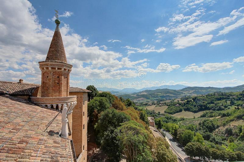 Urbino, Italien, hertiglig forntida och historisk medeltida stad för slott, arkivbilder