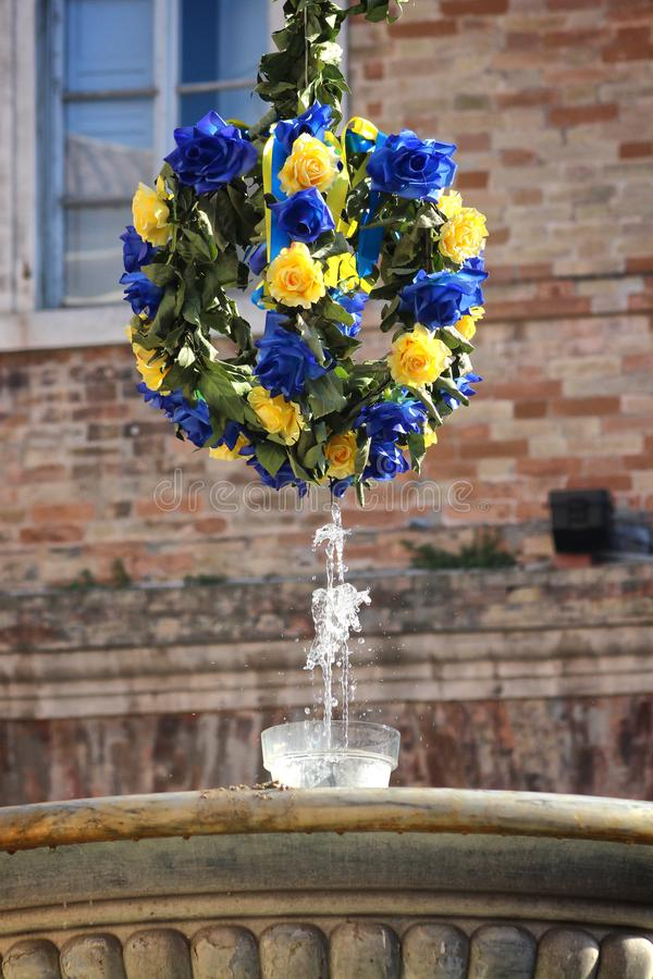 Urbino Italien, hertiglig slott av Montefeltro, blommadetalj i fyrkanten arkivfoton