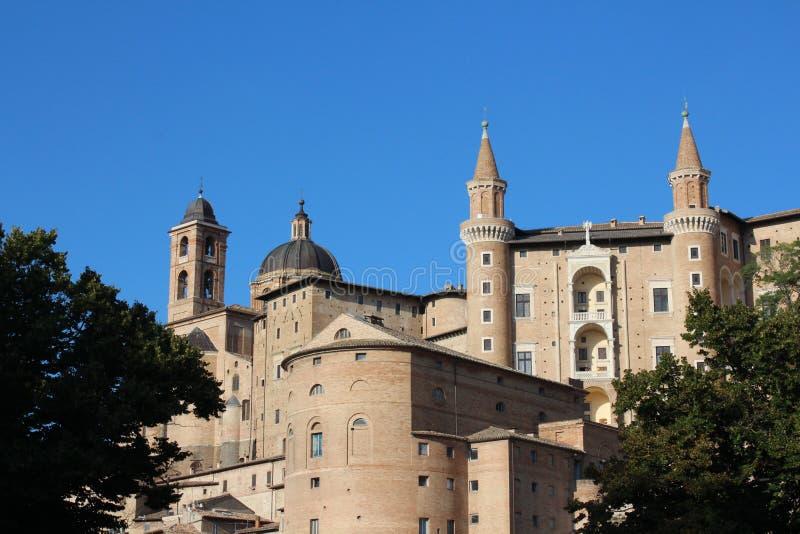 Urbino, medeltida och historisk stad, Italien arkivfoton