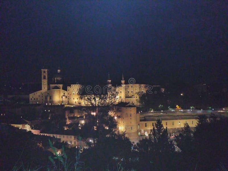 Urbino na noite imagem de stock