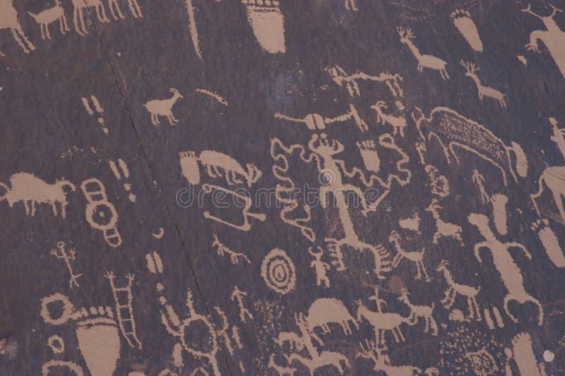 Ureinwohner-Petroglyphen, Zeitungs-Felsen lizenzfreie stockbilder