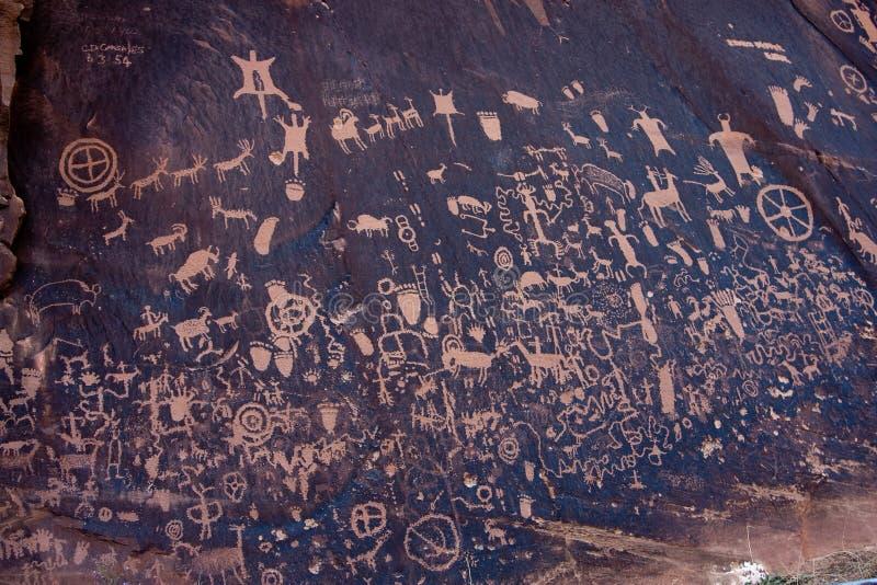 Ureinwohner-Petroglyphen, Zeitungs-Felsen, Utah lizenzfreies stockfoto