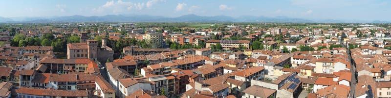 Urgnano, Bergamo, Italia Vista del villaggio e del castello medievale dalla cima del campanile fotografia stock libera da diritti