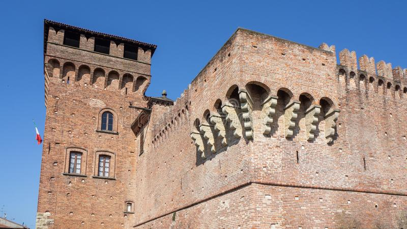 Urgnano, Bergamo, W?ochy ?redniowieczny kasztel w centrum wioska obrazy stock