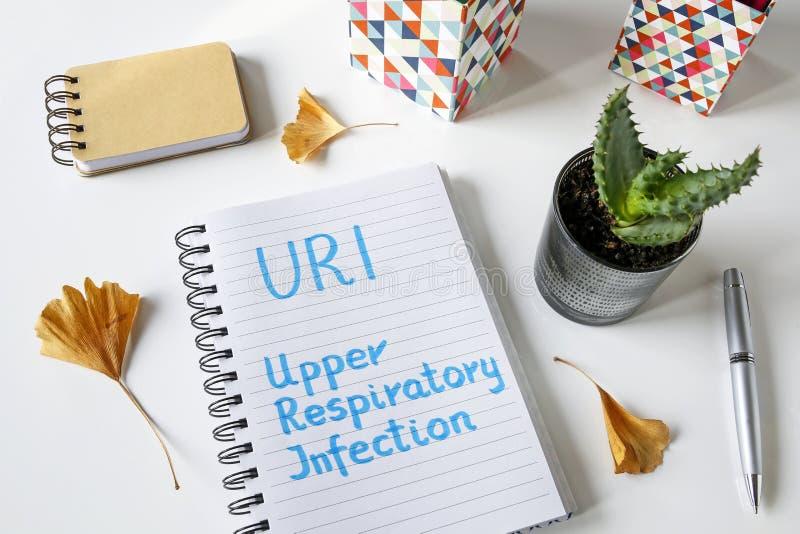 URI Upper Respiratory Infection escrito no caderno imagem de stock royalty free