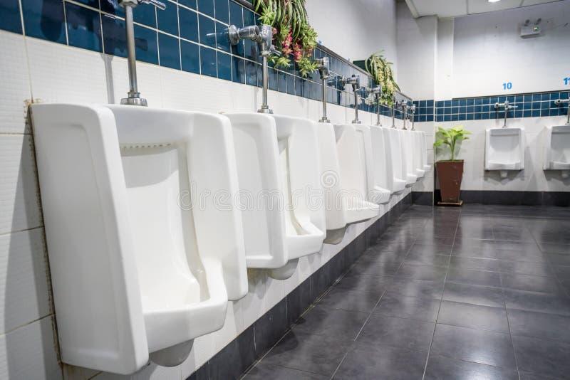 Urinal na parede fotos de stock royalty free