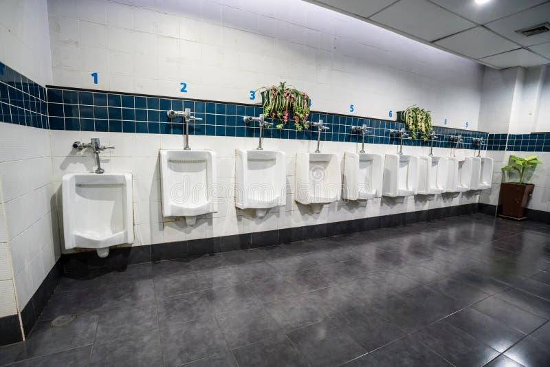 Urinal na parede imagens de stock royalty free