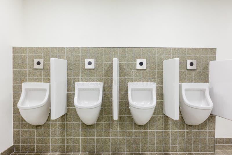 Urinal na parede imagem de stock