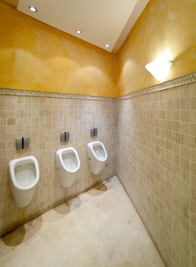 Urinals in der Toilette lizenzfreie stockfotografie