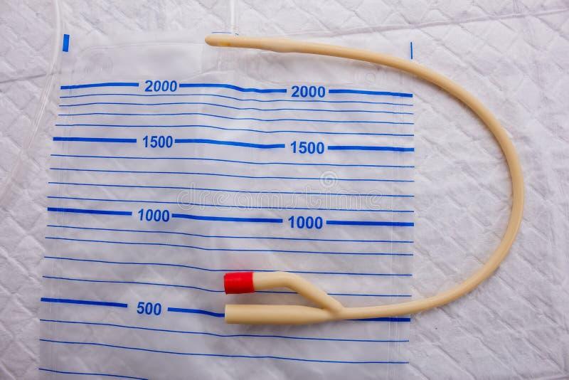Urinecatheter op het pakket voor urine stock foto