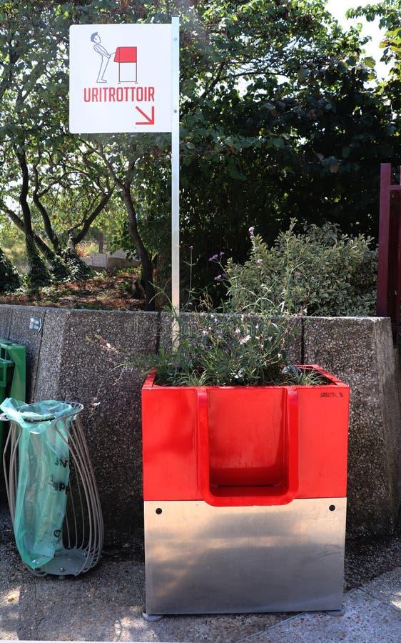 Urinoir en plein air ? Paris, France photo libre de droits