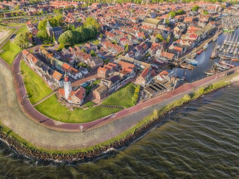Urk со своим маяком, небольшой прибрежной деревней на IJsselmeer в Нидерланд стоковая фотография