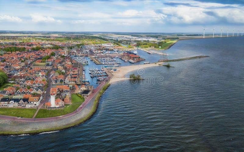 Urk med dess fyr, en liten kust- by på IJsselmeeren i Nederländerna arkivfoton