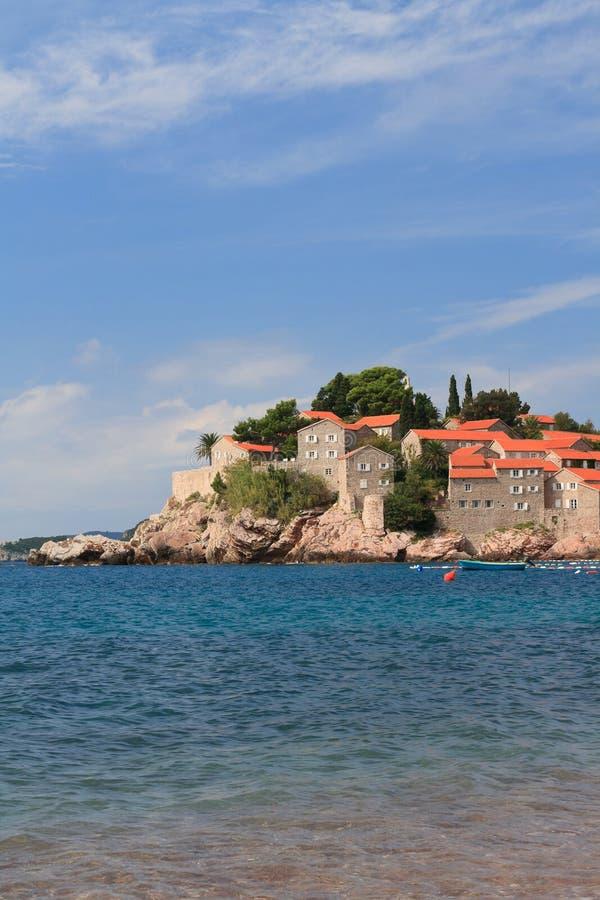 Urlaubsinsel von Sveti Stefan in Montenegro stockfotografie