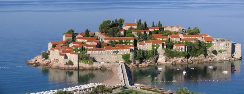 Urlaubsinsel von Sveti Stefan montenegro stockfotos